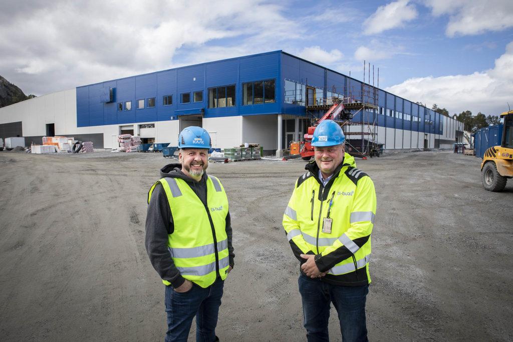 Administrerende direktør i LLENTAB Norge, Thomas Re Johnsen; tv: Daglig leder i GL-Bygg Arne Magne Galguften